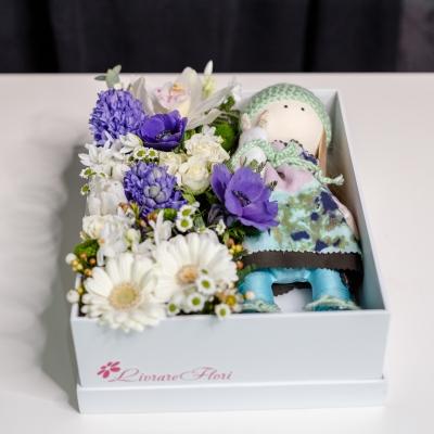 Cutie cu Flori și Păpușă Handmade