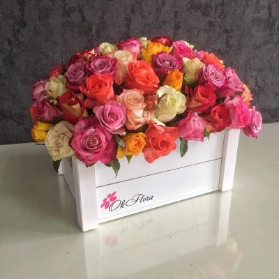 Lădiță cu 101 Trandafiri mulicolori