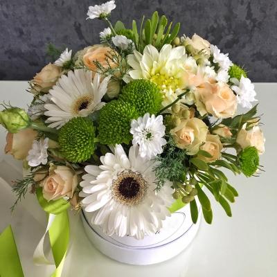 Cutie Medie cu Flori de Vară