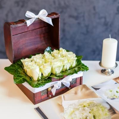 Ladita cu trandafiri albi