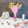Buchet din 7 alstromerii in plasa roz