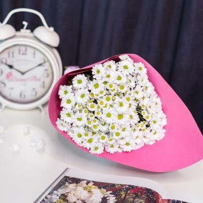Crizanteme Albe cu Hârtie Roz