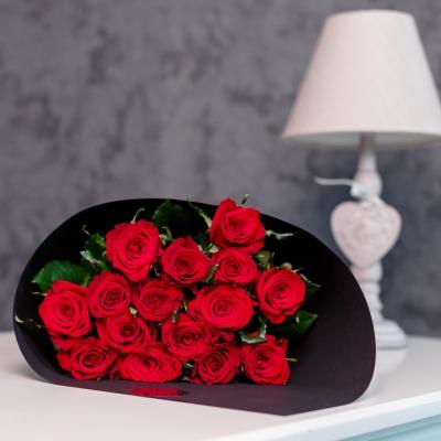 Roses in Black (Roșii)