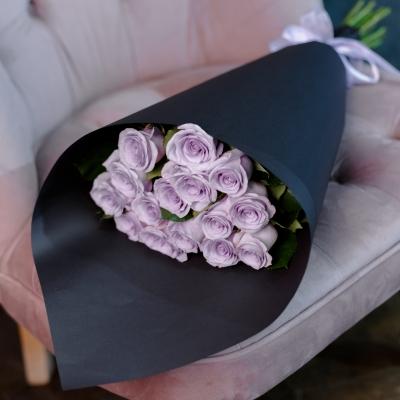 Roses in Black (Mov)