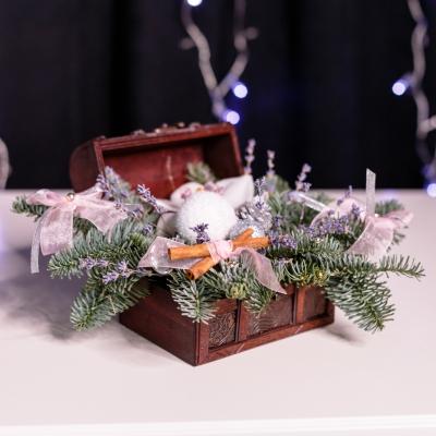 Compoziție de Crăciun în Cufăr Mic 1