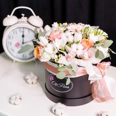 Cutie de Lux Mare Neagră cu Flori Mixte