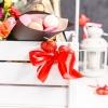 Lădiță cu Flori și Cadouri