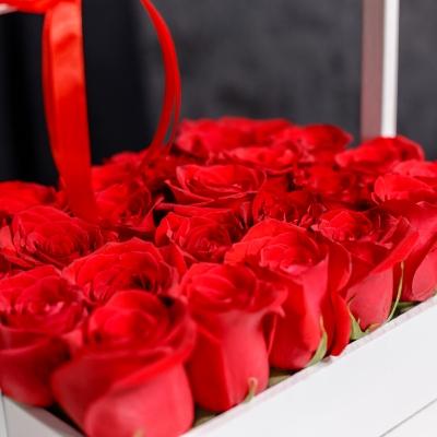 Lădiță Albă cu Trandafiri