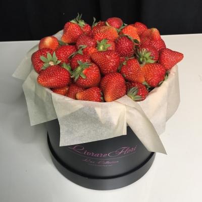 Cutie de Lux Medie cu Căpșuni