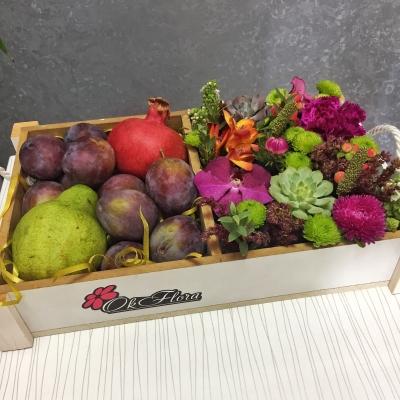 Lădiță de toamnă cu flori și fructe
