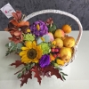 Coș de Toamnă cu Flori și Fructe