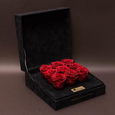 9 Trandafiri Criogenați Roșii în Cutie de Catifea