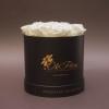 9 Trandafiri Criogenați Albi în Cutie de Lux Mică Neagră
