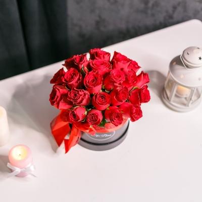 Cutie de Lux Mică cu Trandafiri Rosii
