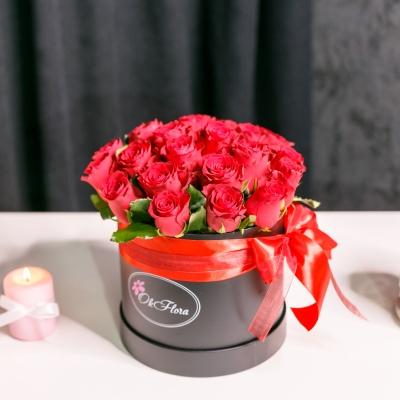 Cutie de Lux Medie cu Trandafiri Roșii