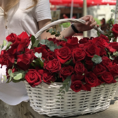 Coș cu 75 Trandafiri