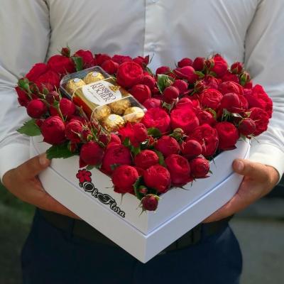 Inimă cu Trandafiri Îmbujorați+Ferrero Rocher
