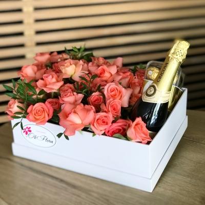 Cutie cu 39 Trandafiri, Ferrero Rocher și Spumant