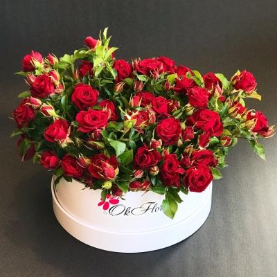 Cutie cu Trandafiri Tros Roșu