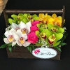 Lădiță cu Orhidei și Trandafiri