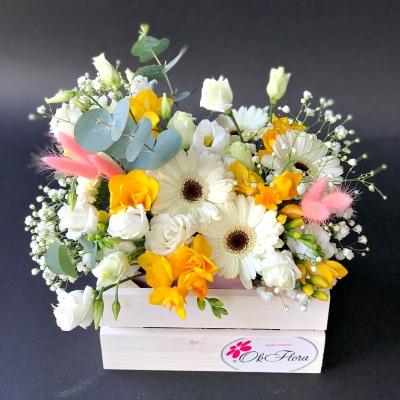 Lădiță cu Flori Alb-Galbene