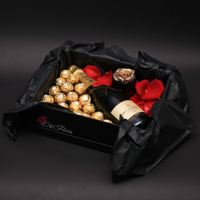 Cutie cu Ferrero Rocher, Moet Chandon și Trandafir Criogenat
