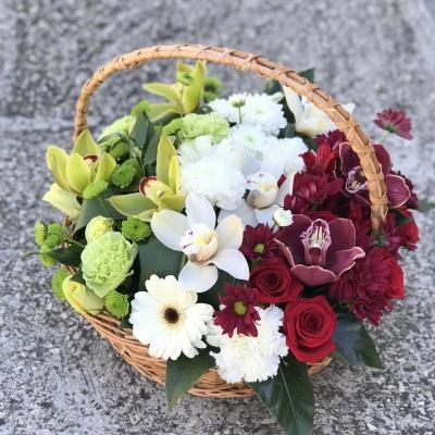 Coș cu Flori Verde-Alb-Roșu