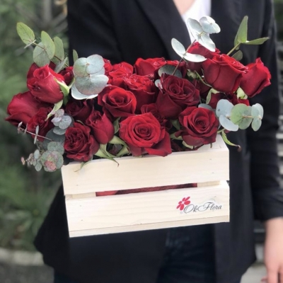 Ladita cu Aranjament din Trandafiri