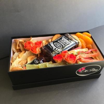 Cutie cu Jack Daniels și Fructe Uscate