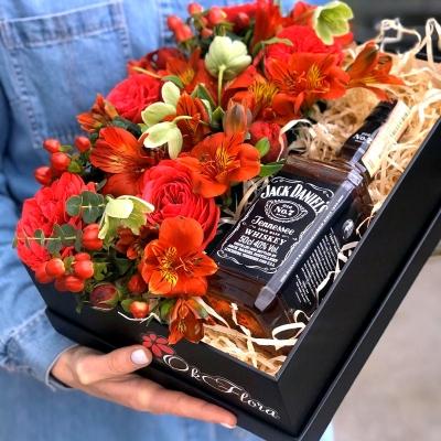 Cutie cu Flori Roșii și Jack Daniel's