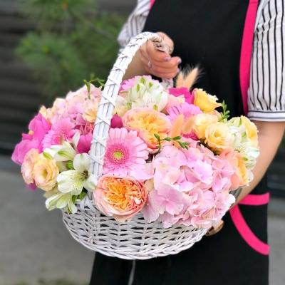Coș cu Mix de Flori Nr. 1