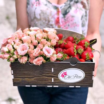 Lădiță cu Căpșuni și Trandafiri Tross Roz