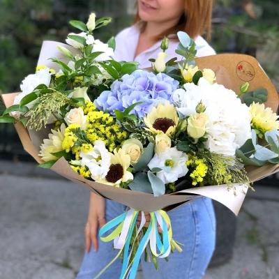 Buchet cu Hortensii, Floarea Soarelui și Trandafiri