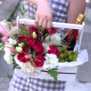 Lădiță mică cu Trandafiri, Eustome, Struguri și Spumant