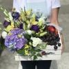 Lădiță cu Anjament de Flori, Struguri și Piersici