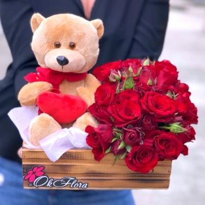 Lădiță cu Trandafiri Roșii și Ursuleț