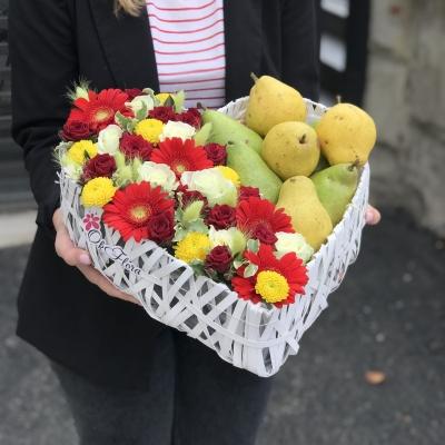 Inimă Albă cu Flori și Pere