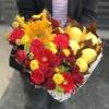 Inimă Albă cu Flori Roșii și Lămâi