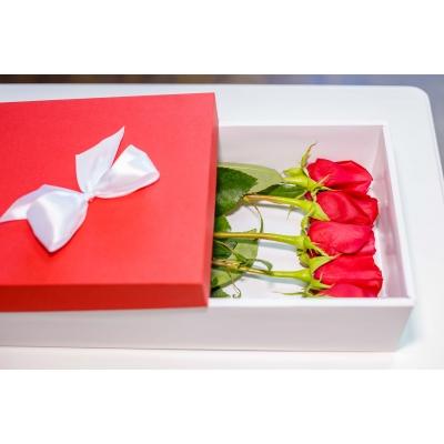 5 Trandafiri Rosii in cutie