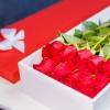 15 Trandafiri rosii in cutie