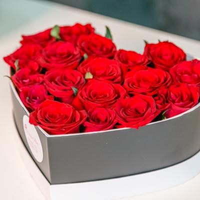 Inima neagra cu trandafiri